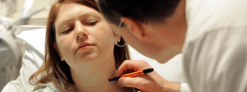 Cancro da tiróide afecta 400 pessoas por ano